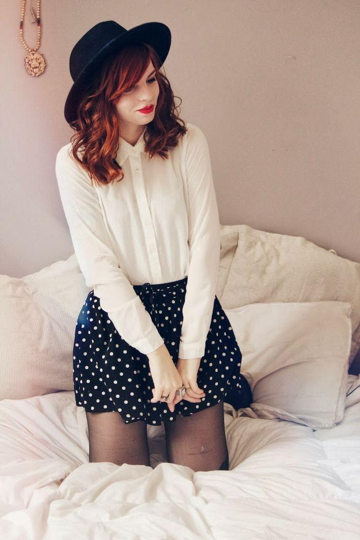 chemise et jupe court pour s'habiller pour un premier rendez-vous amoureux