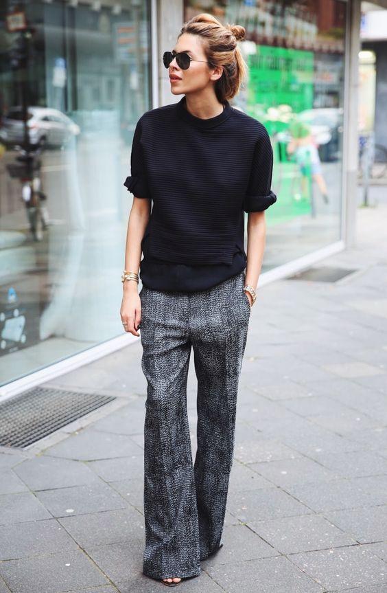 le pantalon Flare peut être styler peut être styler avec un pull